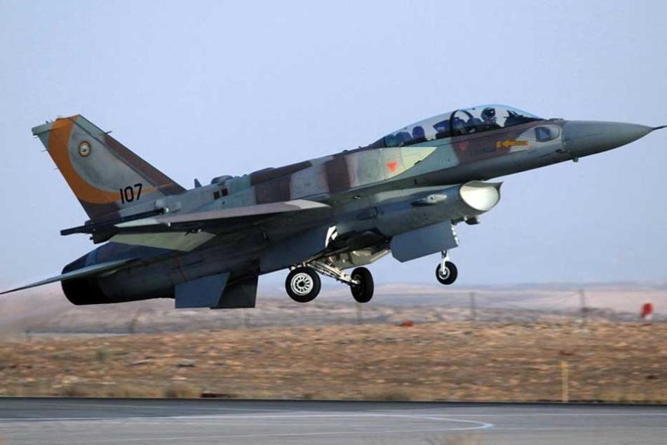 """Ein israelisches """"F 16""""-Kampfjet."""