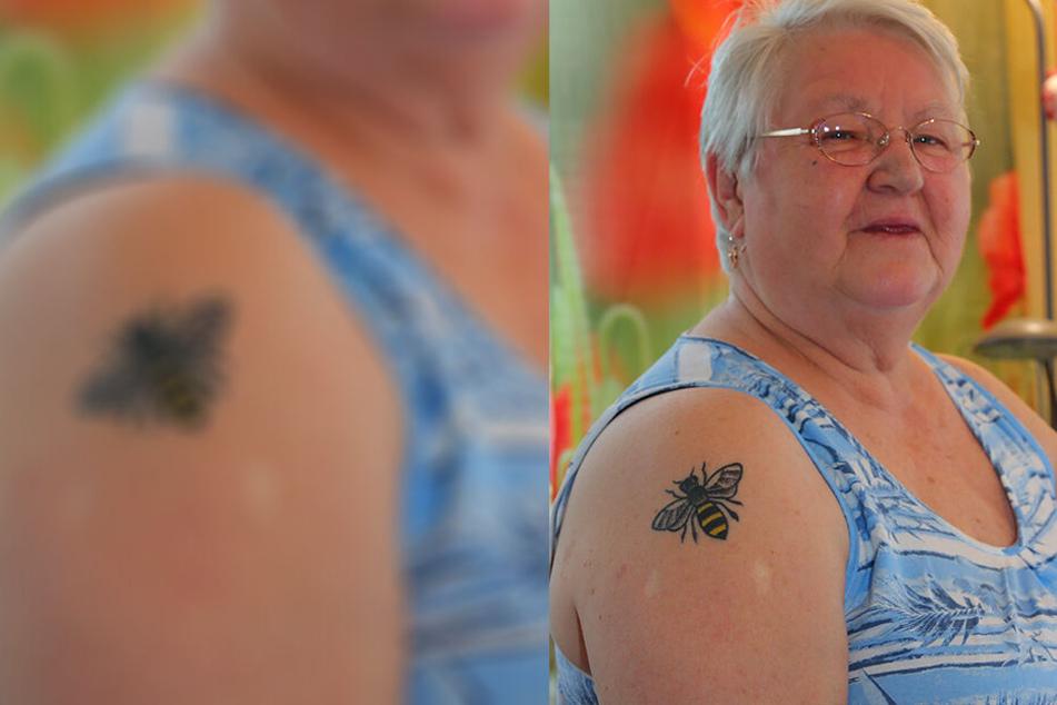 Weil ihr die kleinen Tierchen am Herzen liegen: TAG24-Leserin Veronika Enke (74) hat sich ein Bienen-Tattoo stechen lassen.