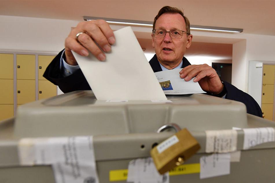 Ministerpräsident Bodo Ramelow (61, Linke) gibt seine Stimme in einem Erfurter Wahllokal ab.