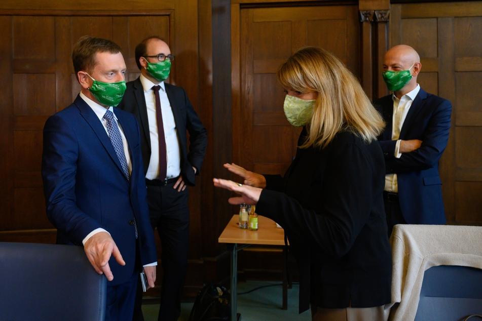 Michael Kretschmer (CDU, l.), Petra Köpping (SPD, r.), Sozialministerin von Sachsen in der Staatskanzlei.