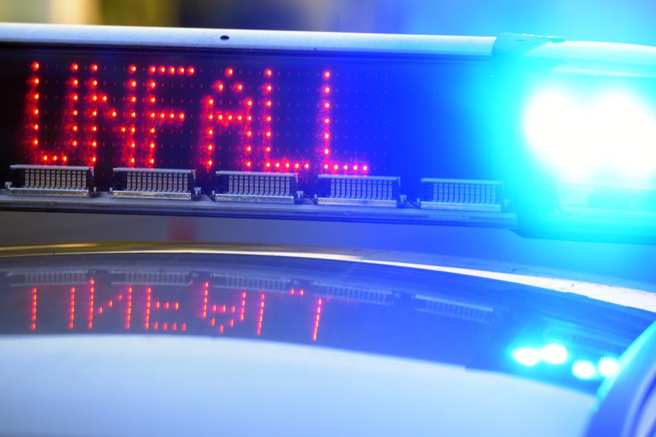 Die Renault-Fahrerin verstarb trotz aller Bemühungen der Rettungskräfte nach einer erfolglosen Reanimation noch vor Ort. (Symbolbild)