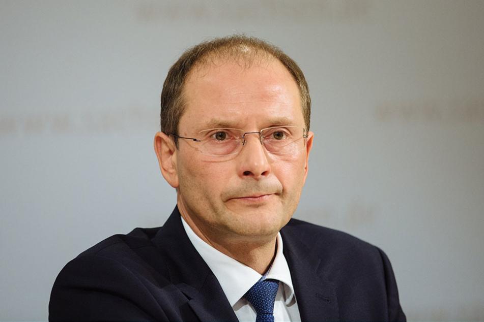 Innenminister Markus Ulbig (52, CDU) drängt auf den Gewahrsam. Zuständig für  die Einrichtung ist das Sächsische Immobilien- und Baumanagement.