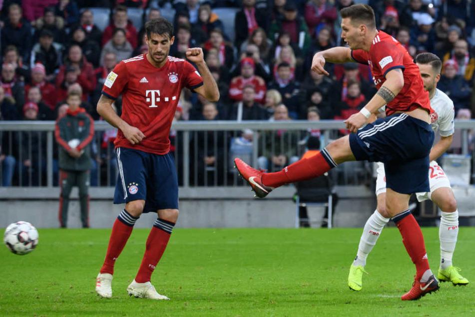 Süle (r) trifft zum 1:0 für den FC Bayern München.