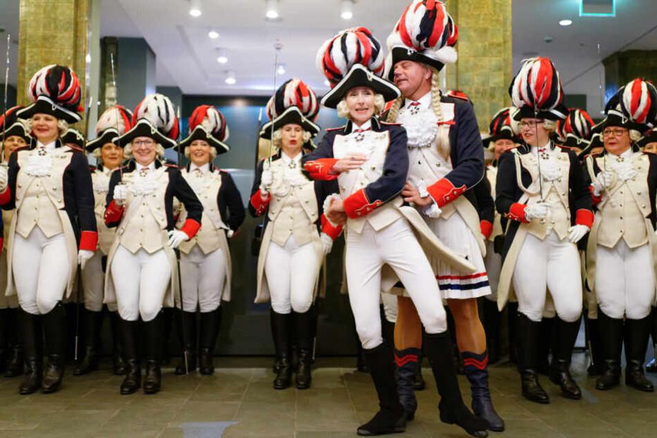 """Karneval mal anders: Hier ist das """"Funkenmariechen"""" wohl ein Mann"""