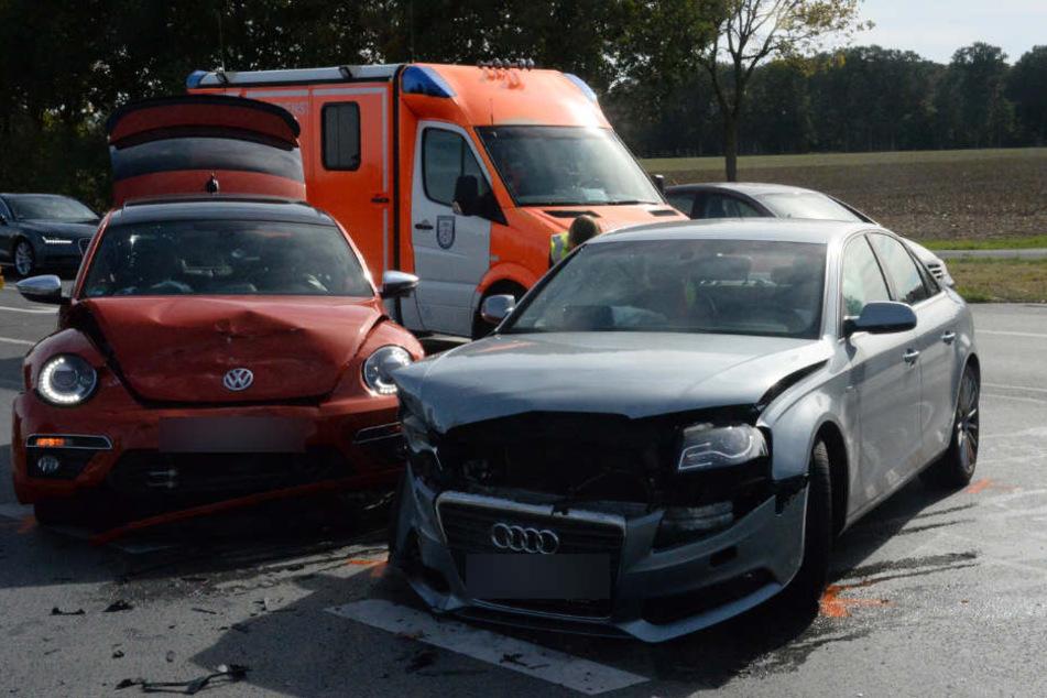 Beide Fahrzeugen waren Totalschaden.