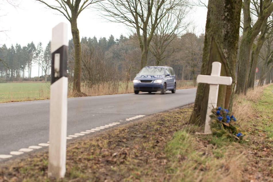 Der Fahrer erlag noch am Unfallort seinen Verletzungen (Symbolbild).