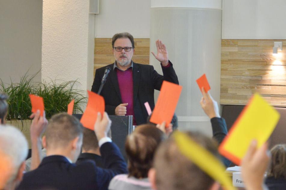 Frank Heinrich (55) bleibt Chemnitzer CDU-Chef. Er leitete die Kandidaten-Wahl.