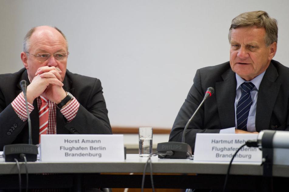 Die früheren BER-Geschäftsführer Hartmut Mehdorn (r.) unf Horst Amann sollen am Freitag vor dem Untersuchungsausschuss aussagen.