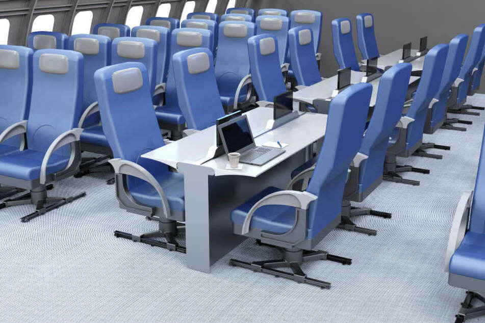Die Universität von Cincinnati erarbeitete den Entwurf, an dem es Arbeitsbereiche in der Mitte der Flugzeugkabine gibt. Die Sitze sind an einer Schiene fest verbaut.
