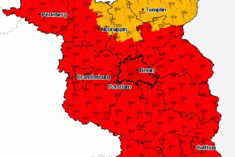 In Berlin und fast ganz Brandenburg warnt die Deutsche Unwetterzentrale vor starken Unwettern (Warnstufe Rot). Nur Nordbrandenburg bleibt verschont.
