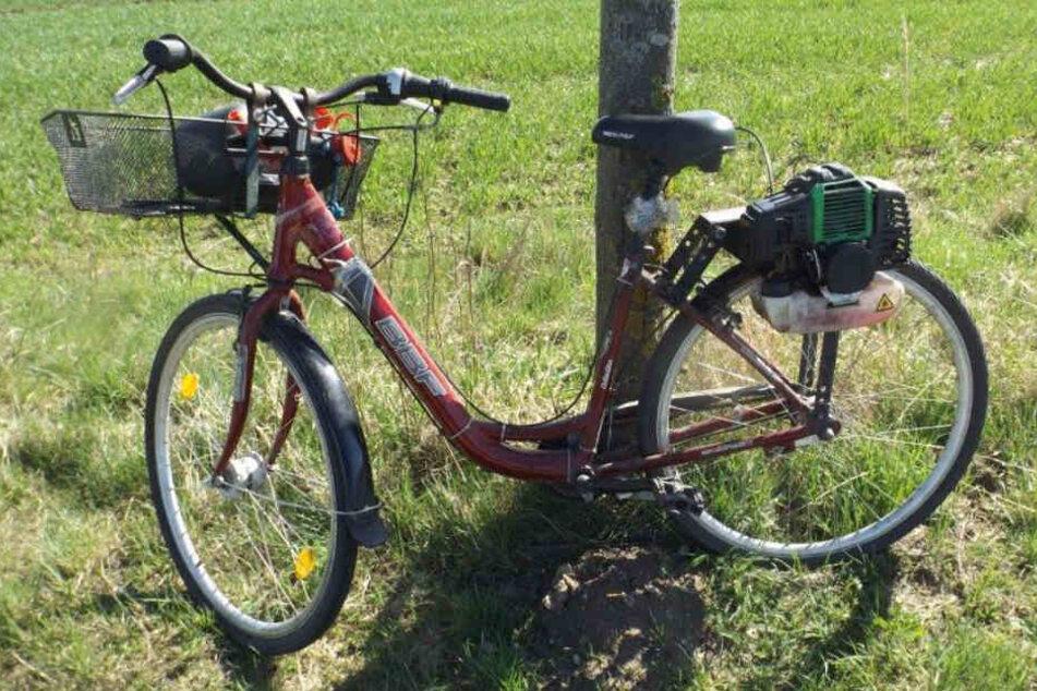 Der Mann hatte einfach einen Rasenmähermotor an das Fahrrad montiert.