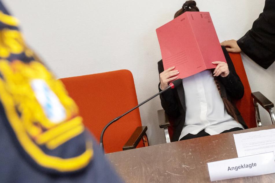 Bilder von IS-Hinrichtungen auf dem Handy! Grauenvolle Details in Prozess gegen Deutsche