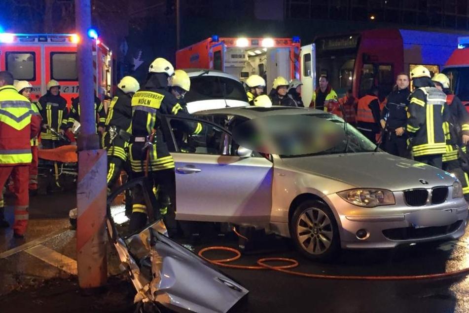 Zahlreiche Rettungskräfte kümmerten sich um die Unfallopfer.