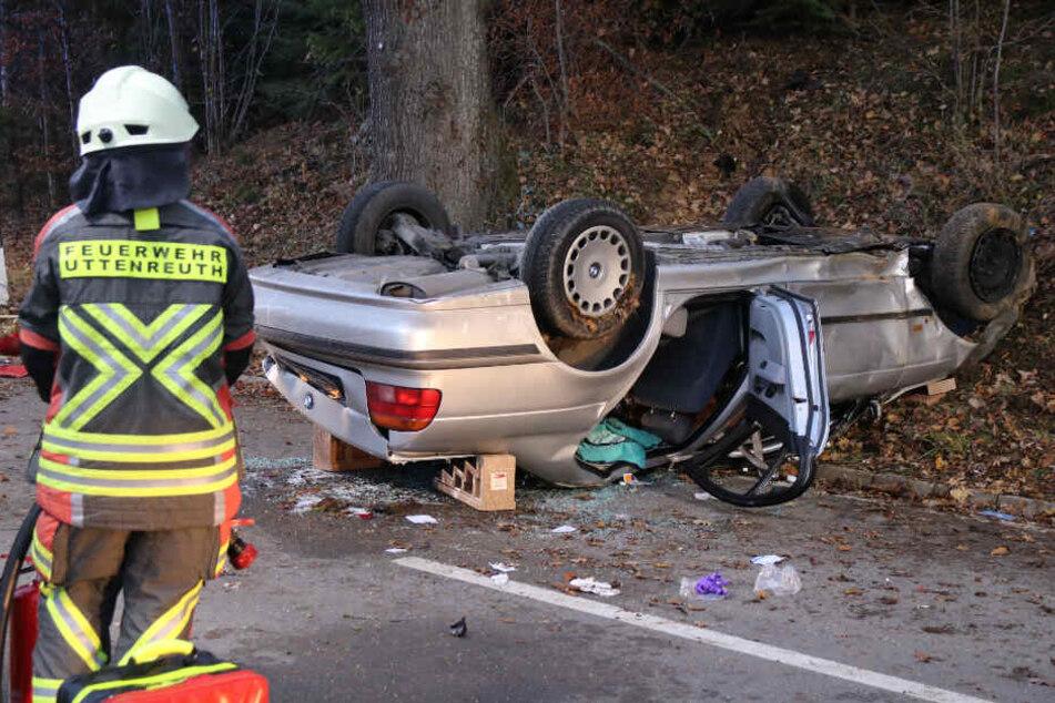 Schwerer Unfall in den Morgenstunden: BMW landet auf dem Dach