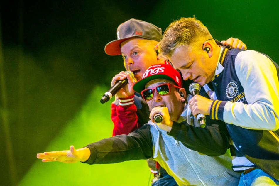 Die Mitglieder der Hamburger Hip-Hop-Band Fettes Brot sind große Fans der drei Fragezeichen und verhalfen der Hörspielreihe Ende der 90er-Jahre wieder zur Popularität.
