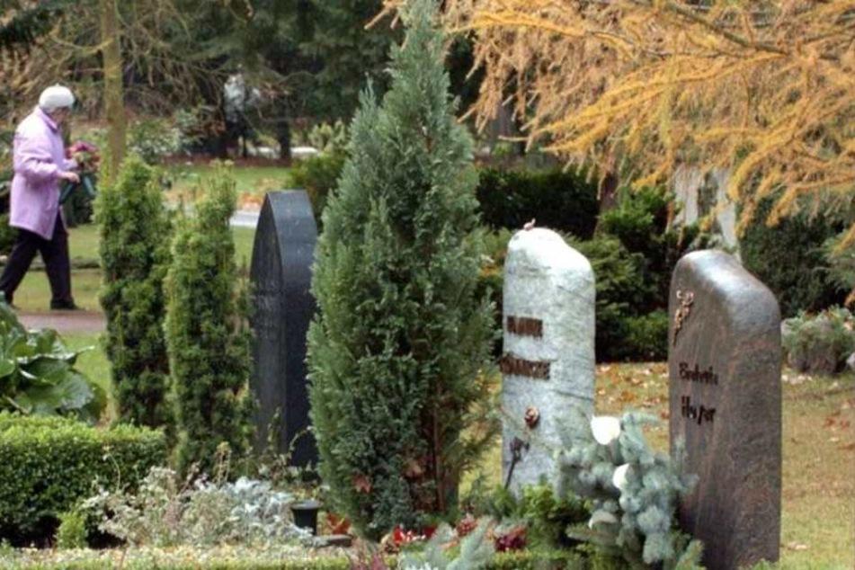 Anstatt dem Verstorbenen eine angemessene Bestattung zu ermöglichen, ließ ihn das Unternehmen einfach am Straßenrand liegen. (Symbolbild)