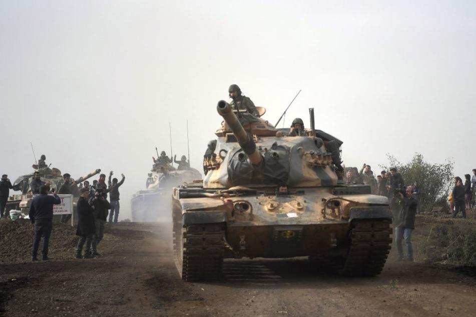 Ein türkische Panzer beim Vormarsch.