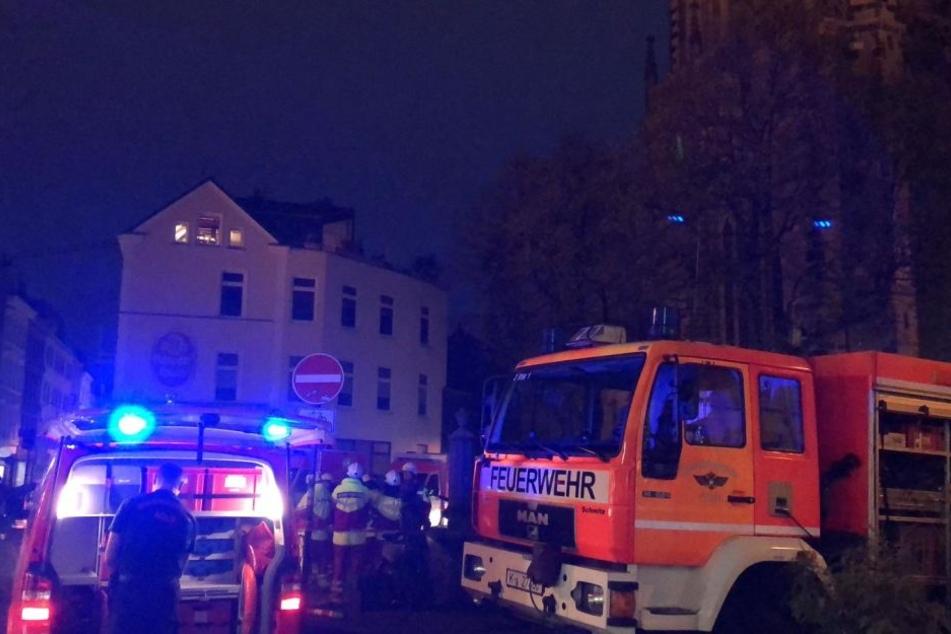 Die Feuerwehr musste zu einem Großeinsatz am Severinsplatz ausrücken.
