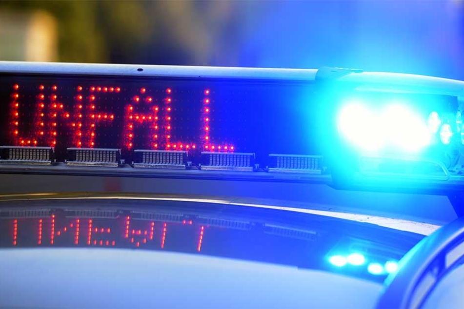 Ein 38-jähriger Mann wird in der Näher der Durlacher Allee in Karlsruhe tödlich von einem Zug erfasst: Polizei schließt Selbstmord aus. (Symbolbild)