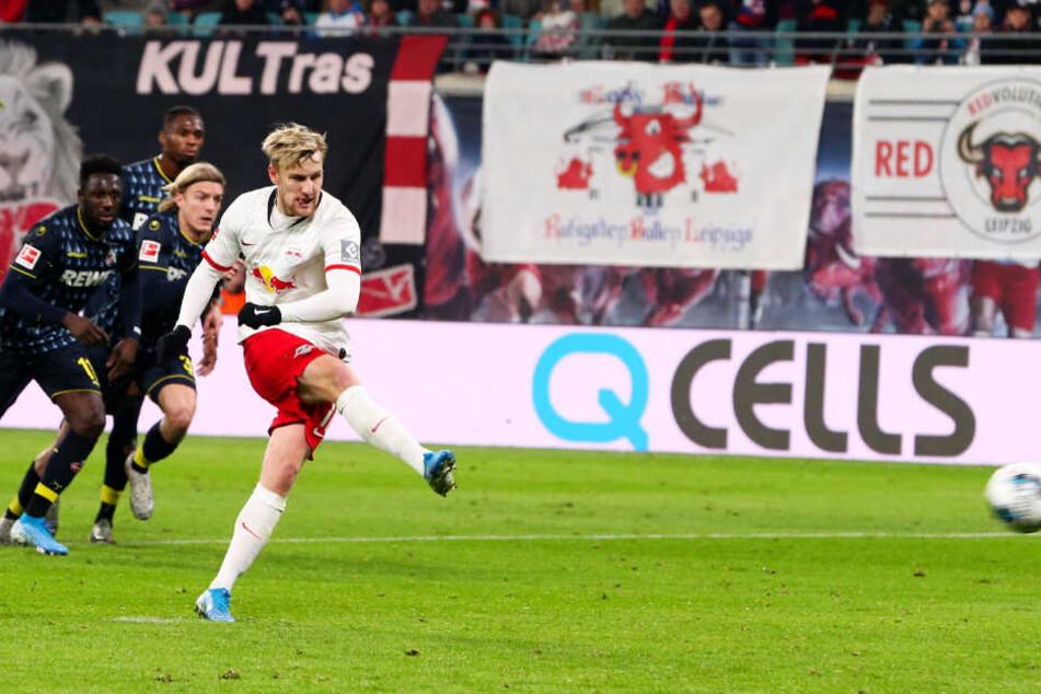 RB-Mittelfeldspieler Emil Forsberg (r.) traf vom Elfmeterpunkt zum 2:0. Später netzte der Schwede auch noch per Freistoß zum 4:1 ein.