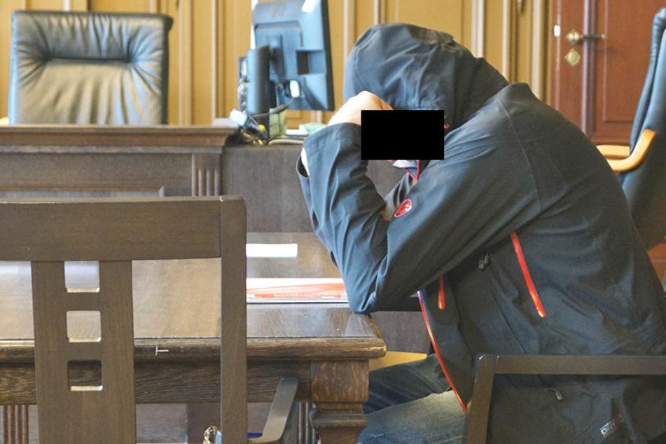 Chris L. beim Prozessauftakt im Landgericht Zwickau