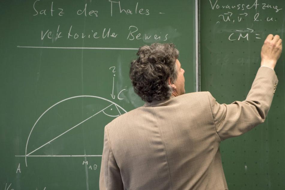 Schon mehr als 2000 Lehrer haben Antrag auf Verbeamtung gestellt.