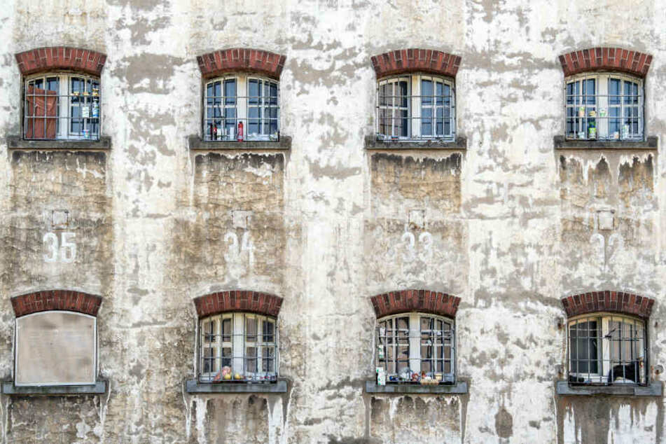 Fenster der JVA Remscheid.