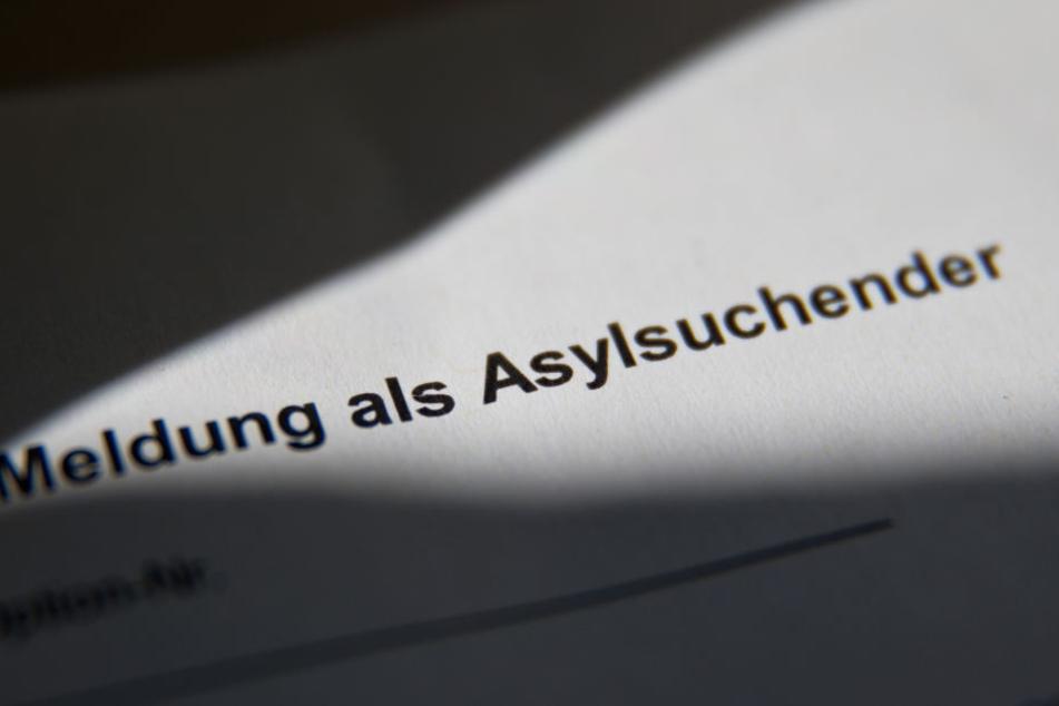 Ende 2015 ließ sich Franco A. als Asylbewerber registrieren, kassierte Sold und Asyl-Geld.