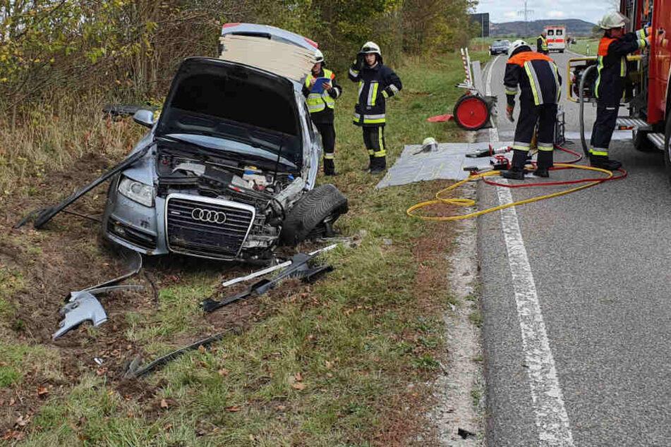 In Bayern sind zwei Autos seitlich-frontal kollidiert, zwei Menschen wurden verletzt.
