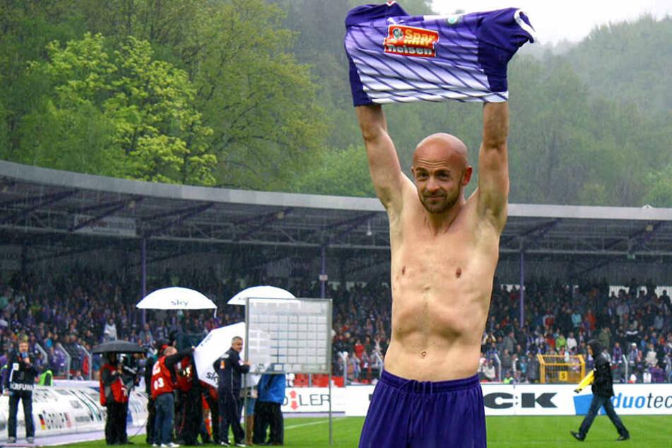 """Skerdilaid Curri gelang am 6. Mai 2012 Aues 300. Zweitliga-Treffer, mit dem er den FCE vorm Abstieg bewahrte und sich selbst von den """"Veilchen"""" verabschiedete."""