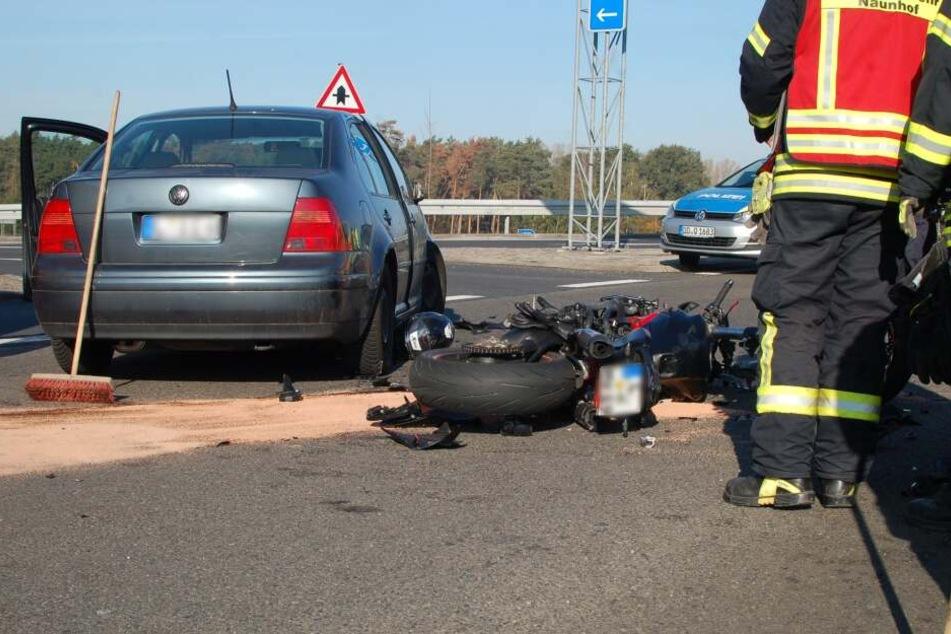 Autofahrer übersieht offenbar zwei Biker und erfasst sie frontal