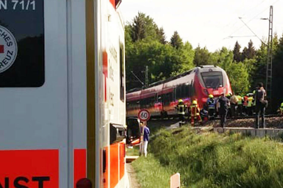 In Seeshaupt wurde ein Auto von einem Zug erfasst und mitgeschleift.