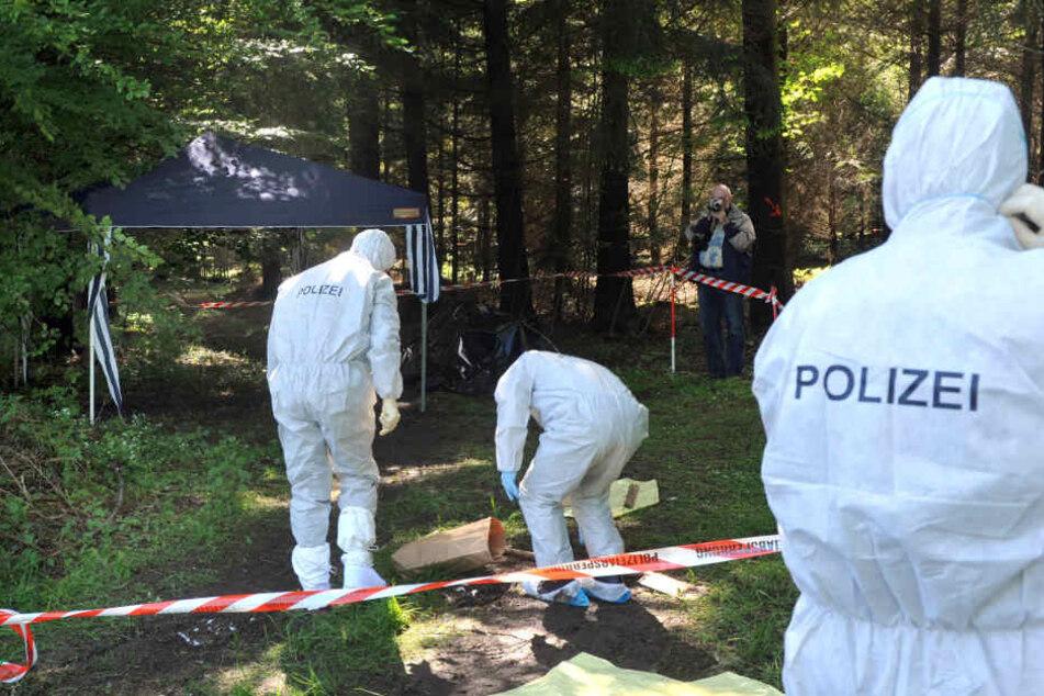 Die Einsatzkräfte der Polizei versuchen nun, die Todesumstände zu ermitteln.
