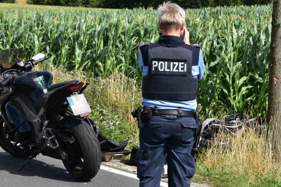 Spritztour mit dem Bruder: Motorradfahrer prallt in Kurve gegen Baum und stirbt