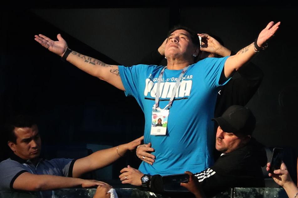 Der ehemalige argentinische Fußballspieler Diego Maradona lieferte auf der Tribüne einen filmreifen Auftritt.