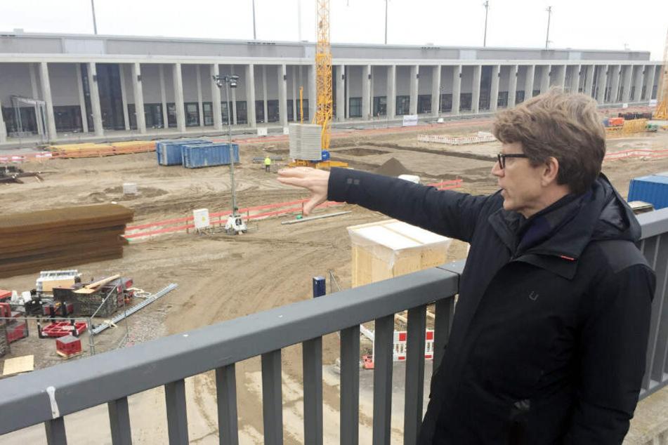 Lüdke Daldrup bei einer Baubesichtigung.