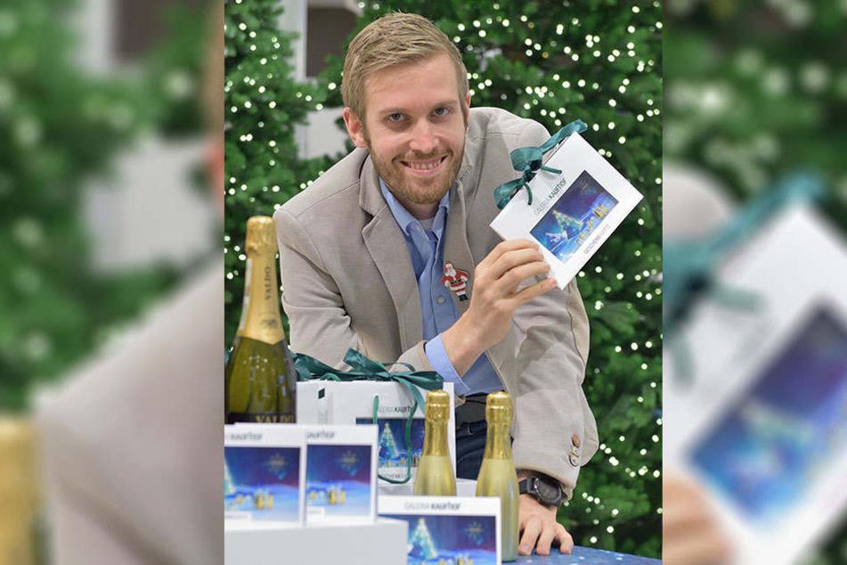 Geschenkgutscheine waren vor dem Fest der Hit. Galeria Kaufhof verkaufte in Chemnitz täglich 250 Exemplare, so Filial-Chef Jan Grossmann (29).
