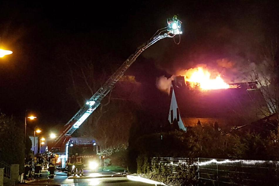 Explosion im Heizungsraum: Feuerwehr findet Toten in Einfamilienhaus