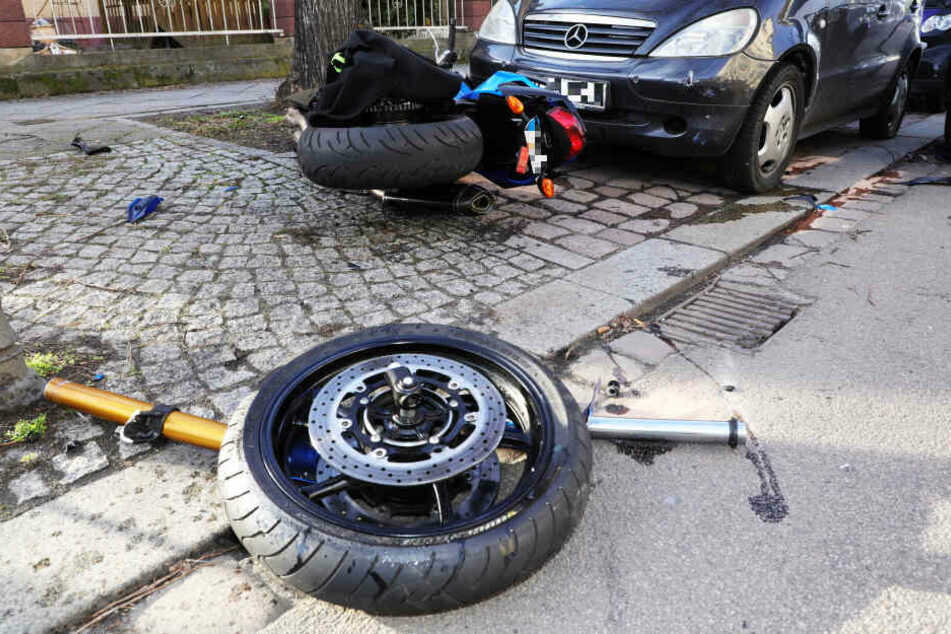 Das Motorrad wurde in mehrere Teile zerlegt.