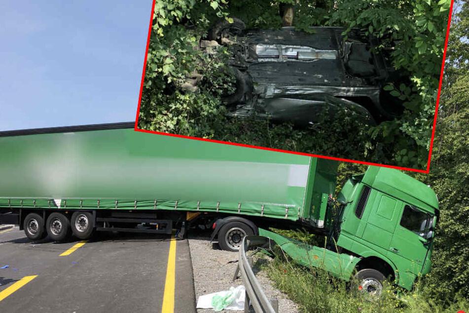 Laster durchbricht Leitplanke und reißt Familienauto mit: Eltern und Kind schwer verletzt
