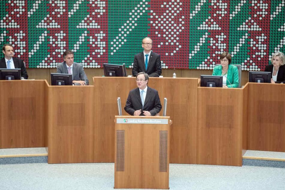 Armin Laschet (CDU), Ministerpräsident von Nordrhein-Westfalen, hält im Landtag seine erste Rede im neuen Amt.