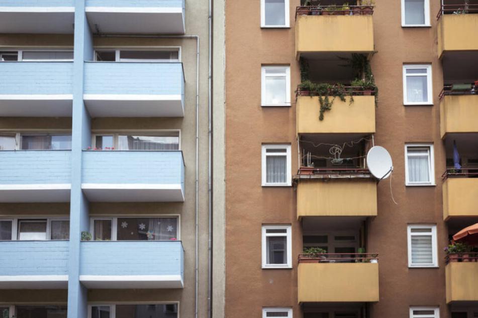 Balkone eines von Wohnhäusern in Berlin. (Symbolbild)