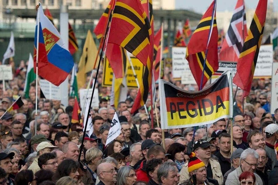 32 Prozent der Befragten nannte das PEGIDA-Bündnis als Problem.