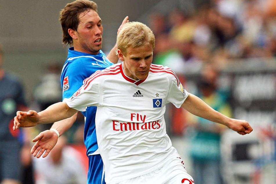 Zweimal durfte Sören Bertram (vorn, gegen Tobias Weis) für den HSV in der Bundesliga ran, einmal davon 2010 gegen Hoffenheim.