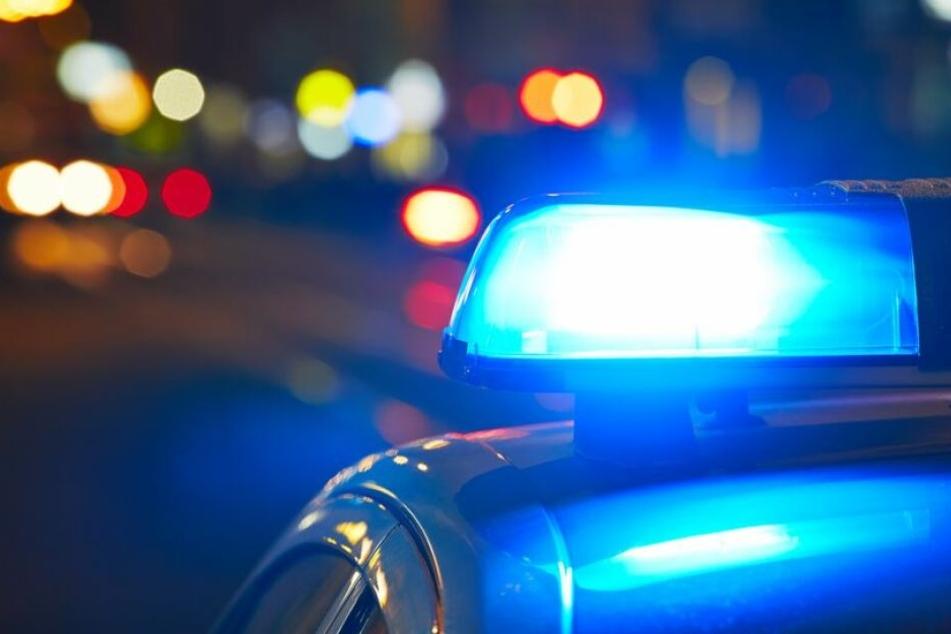 Am Sonntagmorgen musste die Polizei in Radebeul ausrücken. (Symbolbild).