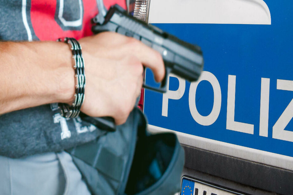 33-jähriger Randalierer droht Frau mit Waffe: Polizei muss ihn fesseln
