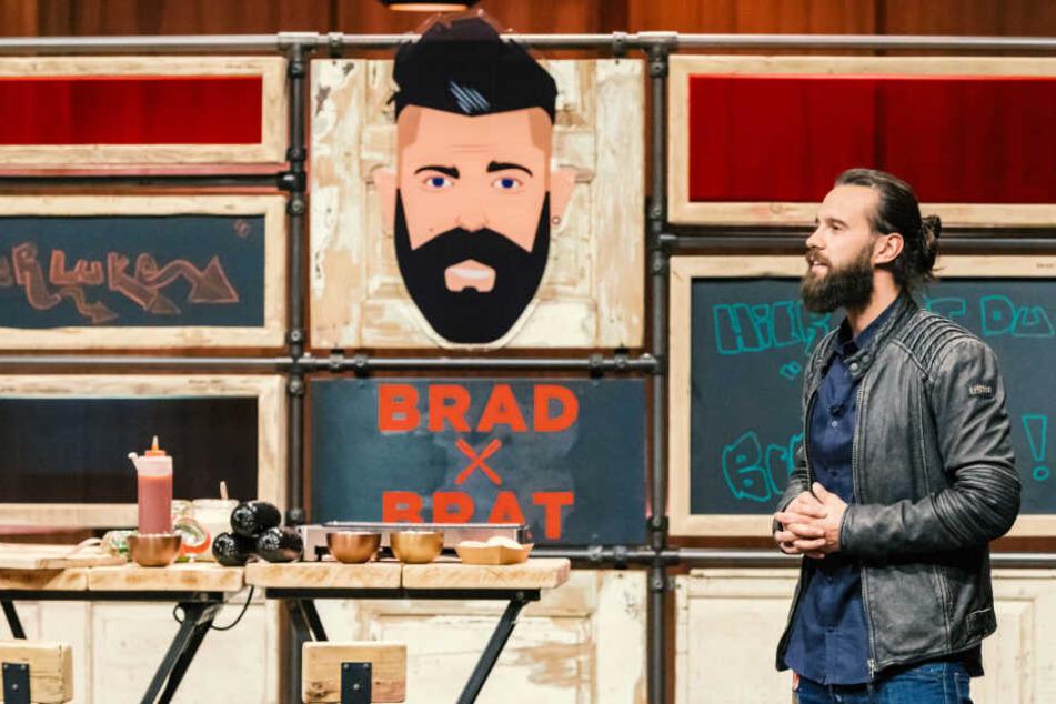 """Gründer Marvin Kruse stellt sein Produkt """"Brad Brat"""" vor."""