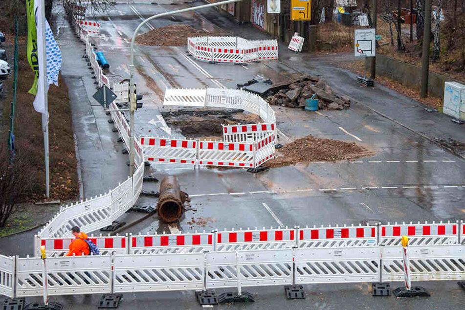 Zwickauer Autofahrer genervt: Wegen Wasserrohrbrüchen mussten Straßen wie die Reichenbacher gesperrt werden.