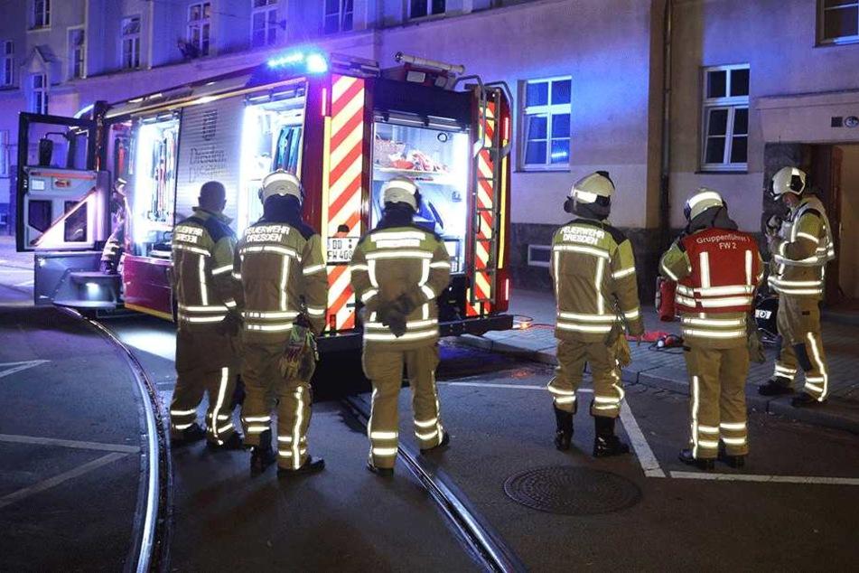 Zahlreiche Feuerwehrleute sind vor Ort im Einsatz.