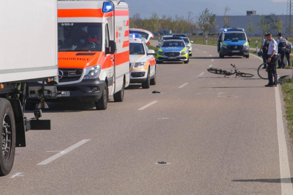 Radfahrerin wird frontal von Lkw erfasst und stirbt